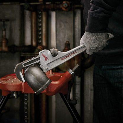 https://ferramaq.pt/wp-content/uploads/48227214-Chave-inglesa-stillson-de-aluminio-350mm-Milwaukee.jpg
