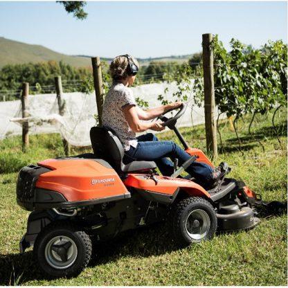 Rider R214C Husqvarna para jardins de grandes áreas